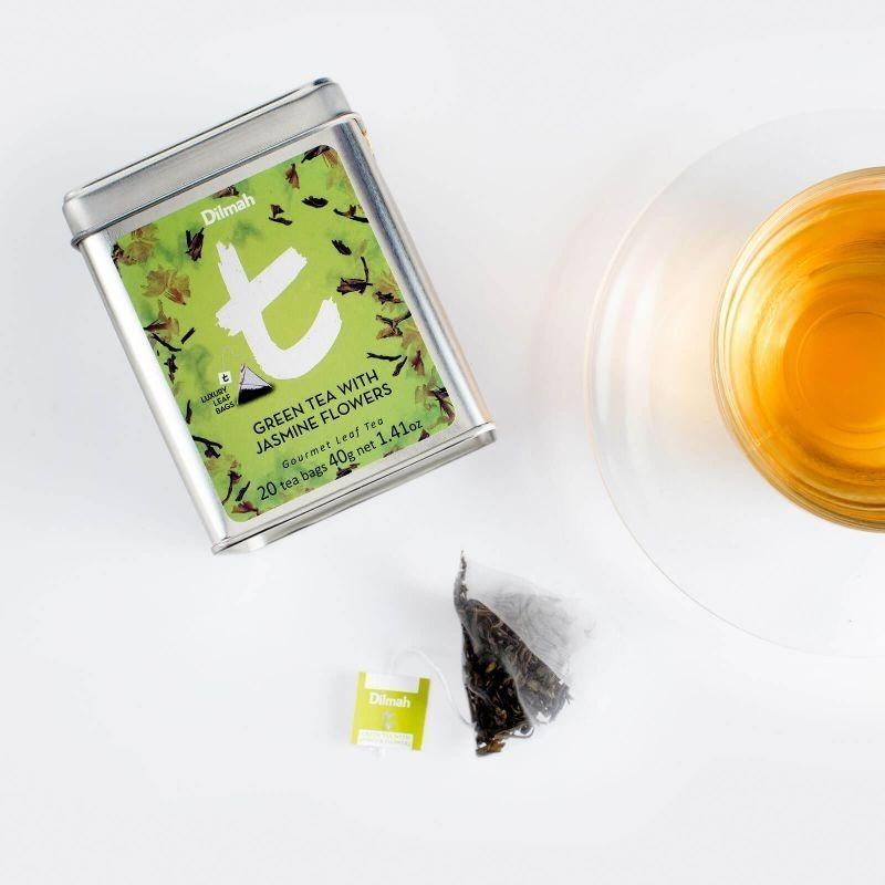 Green Tea With Jasmin Flowers